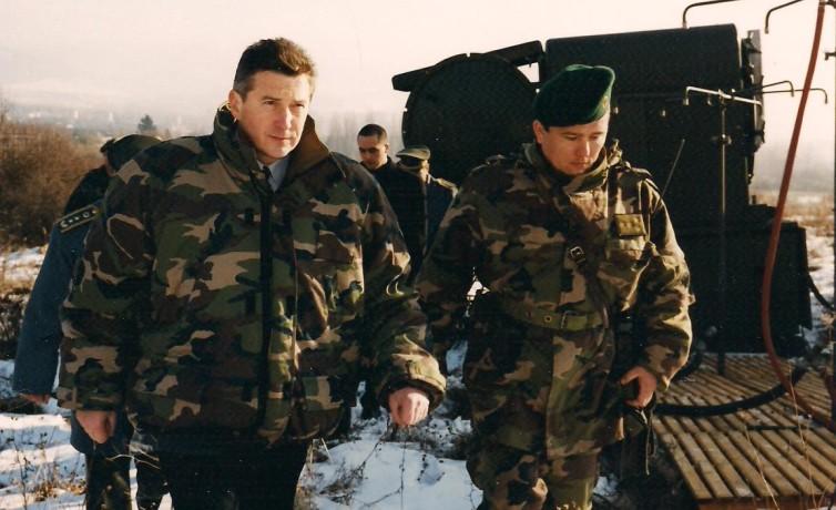 Ako minister obrany na vojenskej základni v Martine, február 2003